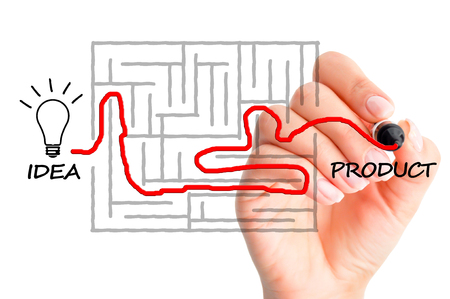 Bringing a product from concept to reality concept suggested by finding a path in a maze Zdjęcie Seryjne