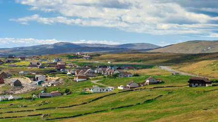 Lerwick centrum onder blauwe hemel, Lerwick, Shetland, Schotland, Verenigd Koninkrijk