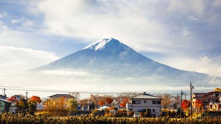 kawaguchi ko: Mt. Fuji view from kawaguchi-ko lake village in autumn season, Yamanashi, Japan