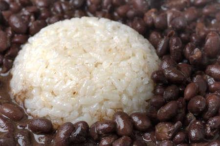 Hintergrund der gekochten Reis mit schwarzen Bohnen Standard-Bild - 17744696