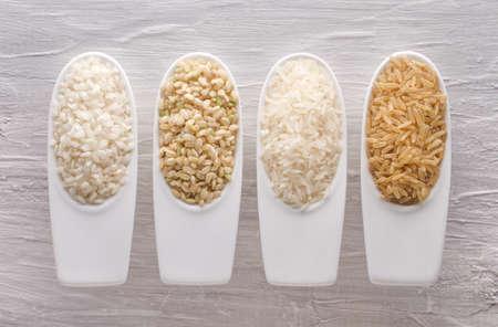 Variety of different rice grains Standard-Bild
