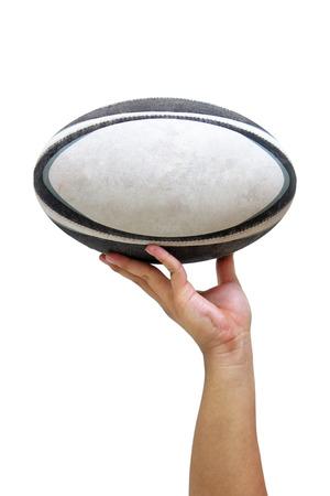 and rugby ball: Bola Rugy sostiene con una mano en el fondo blanco