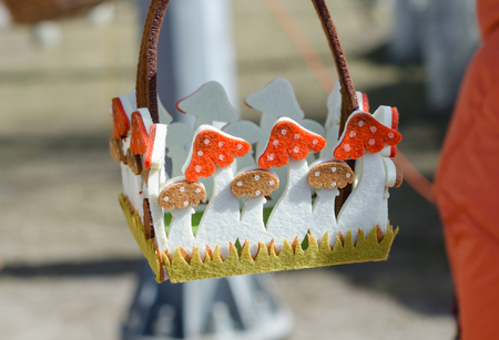 trabajo manual: Felt baskets handmade in the form of mushrooms at the fair.