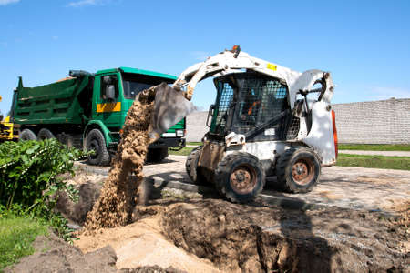Travaux Bobcat Mini sur une reconstruction de la rue photo