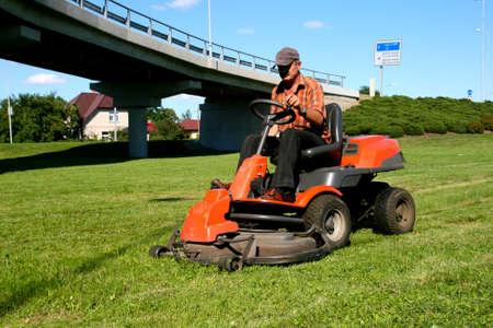 Man on a riding lawn mower Stockfoto