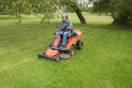 lawn mower tractor