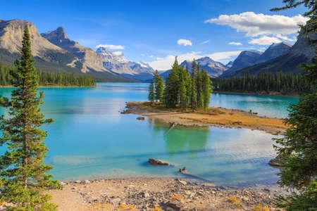 lake house: Maligne Lake in Jasper natioanal park, Alberta, Canada