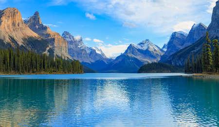 Maligne lago en el Parque Nacional Jasper, Alberta, Canadá Foto de archivo