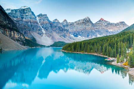 バンフ国立公園、アルバータ、カナダのモレーン湖