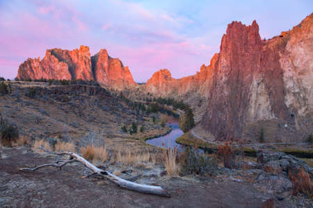 smith rock: Sunrise at Smith Rock State Park in Oregon USA