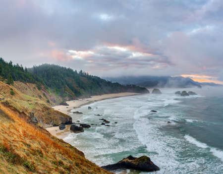 state of oregon: Sunrise at Pacific coast from Ecola State Park viewpoint, Oregon Stock Photo