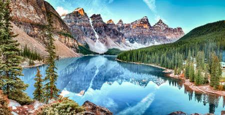 Morenemeer panorama in Banff National Park, Alberta, Canada