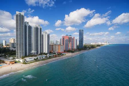노스 마이애미 비치 - 분명 푸른 열 대 바다 바다, 공중보기, 마이애미, 플로리다, 미국와 하얀 모래 해변의 공중보기