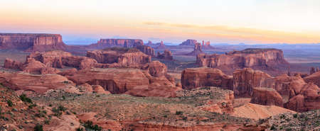 Sunrise in Hunts Mesa navajo tribal majesty place near Monument Valley, Arizona, USA 版權商用圖片