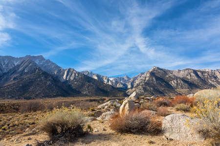 Mountain Whitney view at Alabama Hills, Eastern Sierra Nevada Mountains, Lone Pine, California, USA. Zdjęcie Seryjne