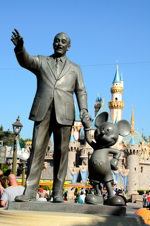 Oct 17, 2011: Anaheim,CA Disneyland park in Anaheim. A statue of Walt Disney and Mickey Mouse at the Disneyland park in Anaheim,CA.