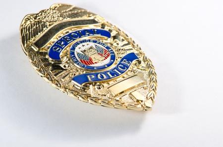 een ondiepe scherptediepte te kijken van een generiek op zoek politie badge