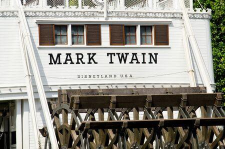 Anaheim, CA-29 de febrero 2012 El barco de Mark Twain en los ríos de América en Disneyland en Anaheim, CA Foto de archivo - 12754444