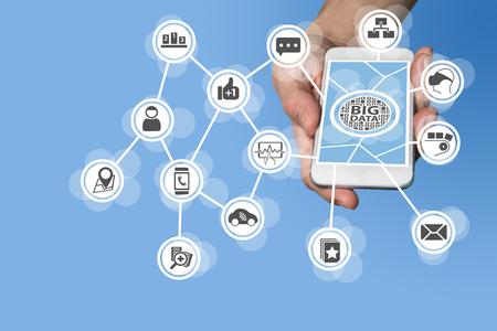 Gegevens wetenschapper en big data-concept om voorspellende analyse van de gegevens afkomstig van IOT sensor apparaten, zoals auto, virtual reality bril, productie uit te voeren