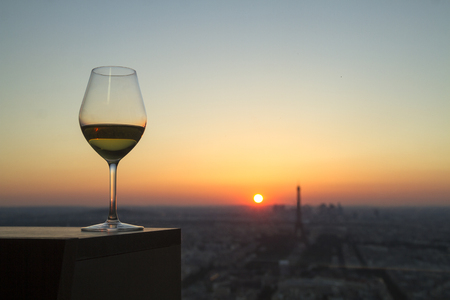 white Wine glass with view on paris city at sunset Standard-Bild