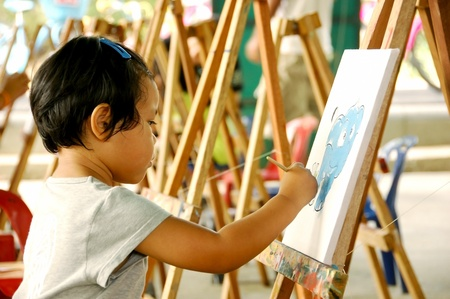 assiduous: Little girl painting