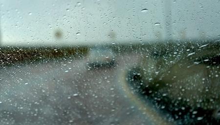 배경으로도 곡선과 비에서 운전