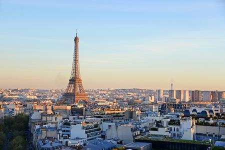 Eiffelturm, Symbol von Paris Standard-Bild - 39041374