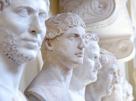 vatican: Many statue in the Vatican