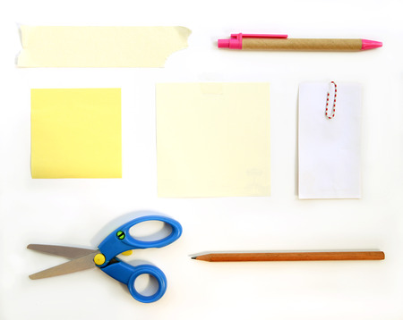 carta e penna: stationery supplies scissors note paper pen pencil paper clips and tape on white background