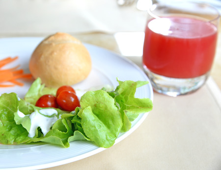 watermelon juice: Healthy breakfast, watermelon juice and fresh vegetables with bread
