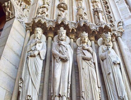 PARIJS, FRANKRIJK - 15 april 2015: De Notre Dame kathedraal van Parijs details, Frankrijk, op 15 april 2015, een van de meest beroemde bezienswaardigheden in Parijs. In 2013 viert de kathedraal haar 850-jarig jubileum. Redactioneel
