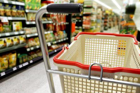 Shopping in supermarket Standard-Bild