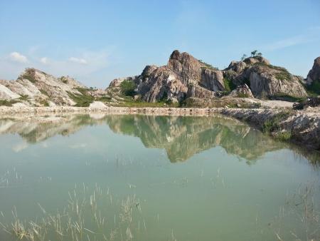 trillium: Rock Mountain Stock Photo