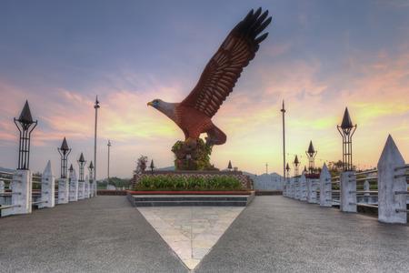 Eagle Square en Langkawi, Malasia durante el amanecer