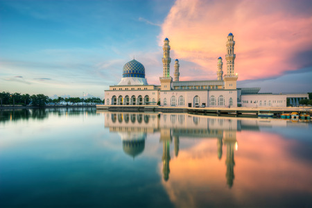 alam: Holy Mosque in Borneo view during calm sunset with reflection at a lake Stock Photo
