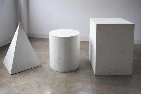 Groep wit hout Rechthoekig, cilinder, piramide vorm Stockfoto - 87940242