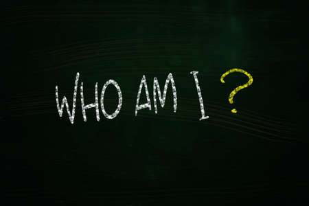 誰私はレタリング、黒板にチョークで書かれました。 写真素材