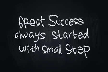 positiveness: Great Quotes Success, escrito con tiza en la pizarra Foto de archivo