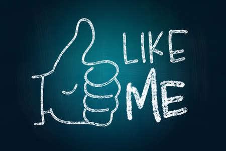 엄지 손가락 최대와 나 같은, 소셜 미디어 개념 칠판에 분필로 그린 스톡 콘텐츠