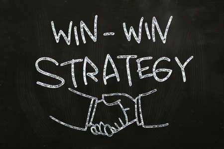 윈윈 전략 시세 및 칠판에 분필로 손으로 그린 쉐이크, 스톡 콘텐츠