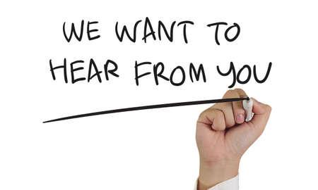 oir: imagen del concepto de motivaci�n de un marcador de explotaci�n de la mano y escribimos Queremos saber de usted aislados en blanco Foto de archivo
