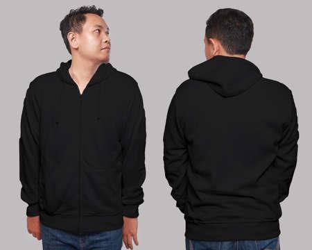 Lege sweatshirt mock up, voorkant en achterkant weergave, geïsoleerd op grijs. Aziatisch mannelijk model met een effen zwart hoodie-motief. Hoody ontwerppresentatie. Jumper voor afdrukken. Blouse met blote kleding en sweat-shirt
