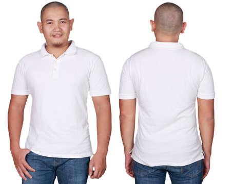 Maglietta bianca di polo derisione su, vista anteriore e posteriore, isolata. Modello maschile indossare mockup di camicia bianca semplice. Modello struttura polo. T-shirt bianche per la stampa