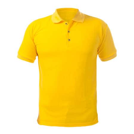 Camicia con colletto bianco mock up modello, vista frontale, isolato su bianco, semplice modello di t-shirt gialla. Presentazione del design della t-shirt polo per la stampa.