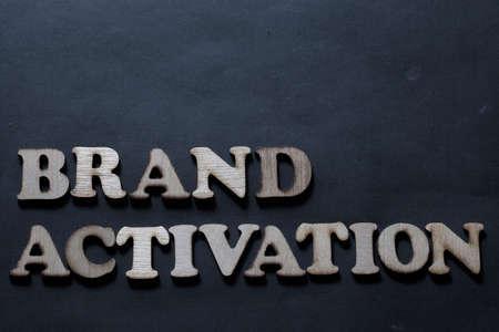 Activación de marca. Palabras de marketing empresarial inspiradoras motivacionales citas concepto de tipografía de letras
