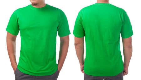 Grünes T-Shirt Mock-up, Vorder- und Rückansicht, isoliert. Männliches Model trägt ein schlichtes grünes Hemdmodell. T-Shirt-Design-Vorlage. Leeres T-Shirt zum Drucken