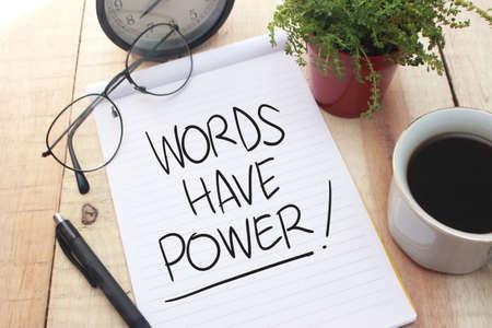 Worte haben Macht, motivierende inspirierende Zitate für Unternehmen, Worttypografie-Beschriftungskonzept Standard-Bild