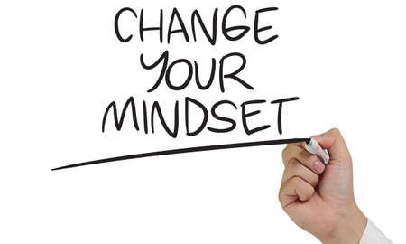 Cambie su mentalidad, citas inspiradoras motivacionales de negocios, concepto de letras de tipografía de palabras Foto de archivo