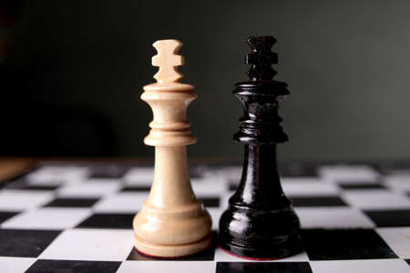 Chess game, close up image with selective focus, business strategy concept 免版税图像