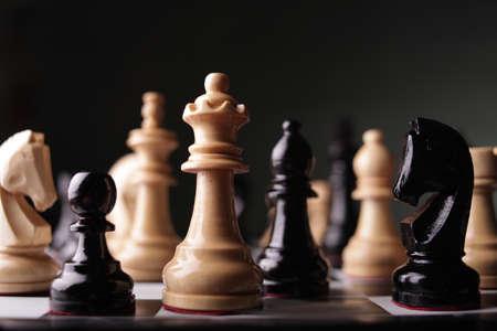 Schaakspel, close-up beeld met selectieve focus, bedrijfsstrategieconcept Stockfoto